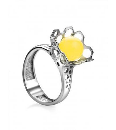 """Stylish ring """"Geneva"""" made of silver and honey-colored amber"""