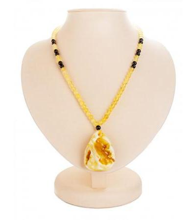 "Spectacular necklace ""Laura"" with a pendant from solid amber of natural shape"