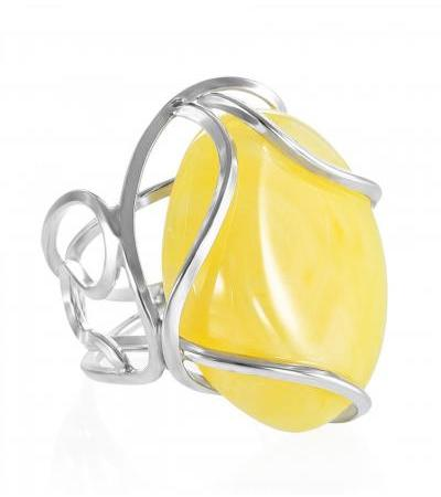 """Exquisite ring made of natural Baltic amber and silver """"Valencia"""""""