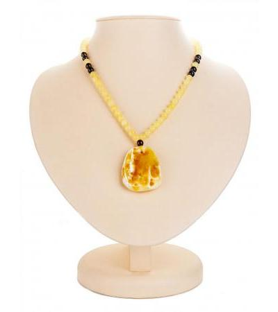 Spectacular amber necklace with Laura pendant