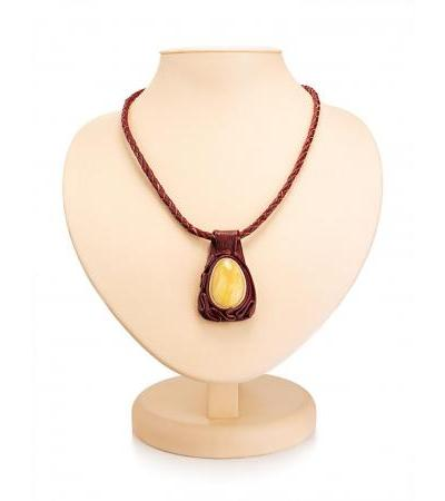 """Spectacular necklace """"Amazon"""" made of burgundy leather and natural amber"""