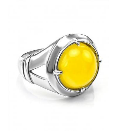 """Spectacular men's ring with an insert made of natural honey amber """"Caesar"""""""