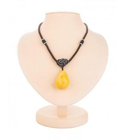 Spectacular necklace with natural solid amber