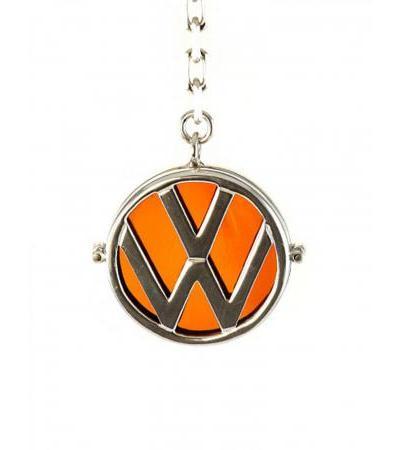 Брелок из янтаря чайного цвета в серебре с логотипом автомобиля «Фольксваген»