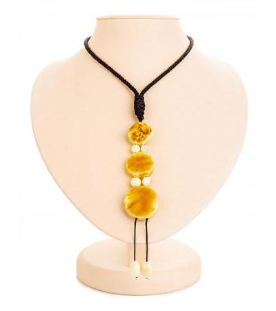 """Necklace in ethnic style """"Indonesia"""" made of natural amber on a string"""