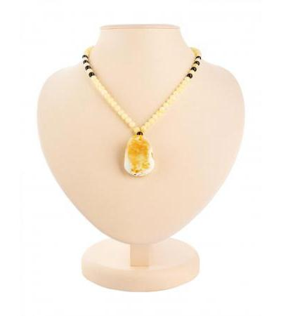 "Spectacular necklace with a pendant made of natural Baltic amber ""Laura"""