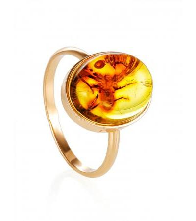 "Light ring made of gold and lemon amber with ""Clio"" spider inclusion"