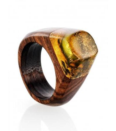 """Stylish ring made of rosewood and amber """"Indonesia"""""""