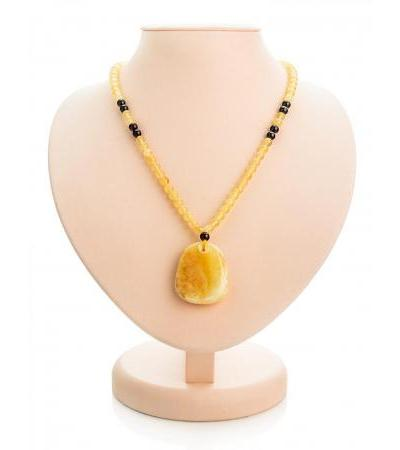 "Necklace with a pendant made of solid honey amber ""Laura"""