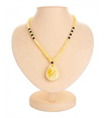 """Beautiful necklace made of natural Baltic amber """"Laura"""""""